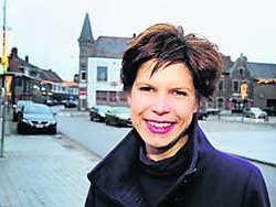 Sofie Staelraeve verhuist naar Waregem, waar ze, op vraag van Vincent Van Quickenborne, de lokale Open VLD moet versterken. Patrick Holderbeke