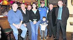 Het bestuur van SKS Herentals in de Ierse pub The Harp, waar de muzikale benefietavond ook zal plaatsvinden op 21januari.mph