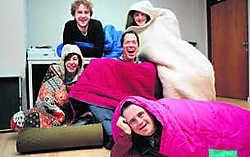 Thomas Serreyn (vooraan), Liesbeth Timperman (achteraan van links naar rechts), Sebastien Dewaele, Kurt Van Hauwaert en Stijn De Gezelle: 'Geen tijd om ruzie te maken.'gia
