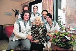 Rachel Cael heeft haar sporen verdiend in het Geluwse toneelleven. Haar honderdste verjaardag vierde ze met het personeel en haar medebewoners van Mater Amabilis. <br>Luc Vanthuyne