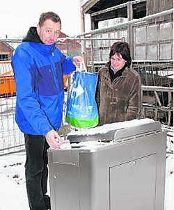 Dominic en Sylvie Van Oosterwyck trachten tevergeefs van hun afval af te geraken. Leo van der Linden