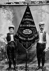 De Vlamingen van Hocquet in La Louvière hadden hun eigen verenigingen.off world