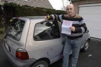 Alain Desmaele bij zijn afgekeurde Renault: 'Dit ruikt naar geldklopperij.' Michel Vanneuville