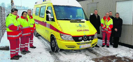 Voorlopig staat de ambulance nog buiten, maar eind dit jaar zijn het gebouw van de ambulancedienst en de woning klaar.Ralf Eicker