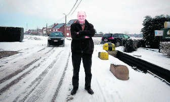 Jean-Pierre De Laet ziet bij normale weersomstandigheden het verkeer door zijn straat razen. shb