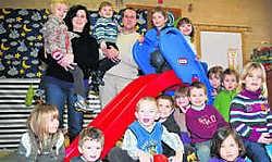 Wim Van Nieuwenhuize, eindverantwoordelijke van KBO-Volkegem, voert het Montessori-onderwijs eerst bij de kleuters in. pd
