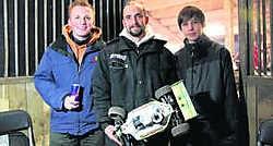 Stef Jacobs (midden) met twee ploegmaats: 'Ik ben best tevreden met mijn prestatie. Hier deden professionals aan mee.'lvl