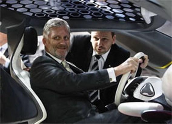 Prins Filip opent autosalon