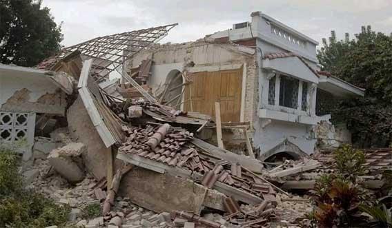 'Meer dan honderdduizend doden na aardbeving Haïti'