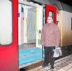 Walter Reijnders klaagt de treinvertragingen aan. kvh