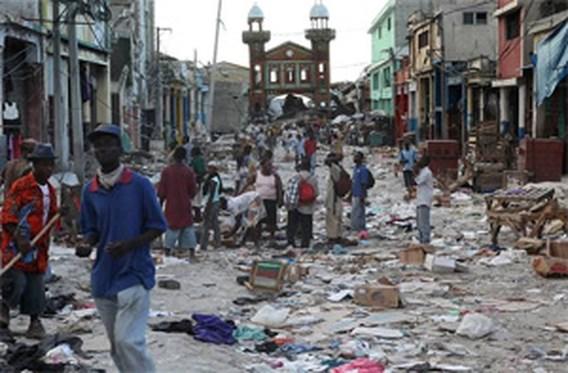 Hillary Clinton en Ban Ki-moon naar Haïti