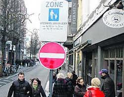 Verboden doorgang, ook voor fietsers.Eddy Meulemans