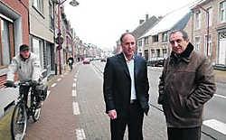 Schepen De Smet (links) en uitgever Jozef Stilten zijn het eens dat er een groter aanbod moet komen van handelszaken. Yvan De Saedeleer