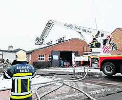 De brandweer had het vuur snel onder controle en kon voorkomen dat het gebouw helemaal uitbrandde.lvh