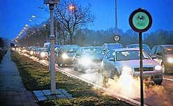 Kris Peeters wil in 2011 geld uittrekken om iets te doen aan de verkeersdrukte op de N16.Stijn Hermans