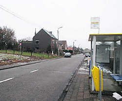 Aan deze bushalte van De Lijn ter hoogte van de Ninoofsesteenweg en de Ramerstraat werd Friedel G. bijna ontvoerd. Yvan De Saedeleer