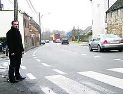 Bruno Déthune: 'Het zebrapad aan de Juliaan Claerhoutstraat is werkelijk gevaarlijk.' Jan Decock