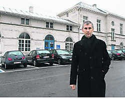 Burgemeester De Maeseneer aan het station: 'We doen er alles aan om dit dossier rond te krijgen in deze legislatuur.'gia