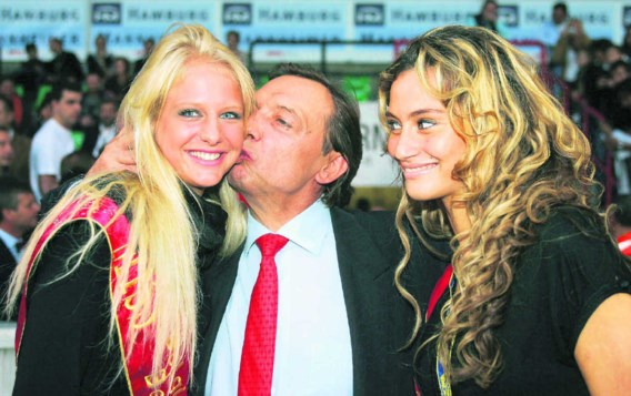 Michel Daerden omhelst Miss België 2006 Annelien Coorevits en Miss Brussel 2006 Halima Chehaïma. 'Michel is een vrouwenman. Hij begrijpt en respecteert vrouwen', aldus zijn (intussenex-) vriendin Sandra. photo news