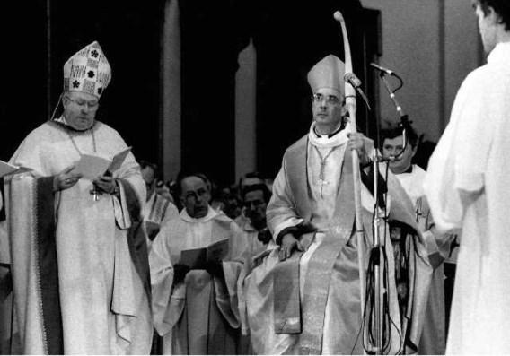 Op 14 april 1991 wijdde kardinaal Godfried Danneels André-Mutien Léonard (midden) tot bisschop van Namen.vum