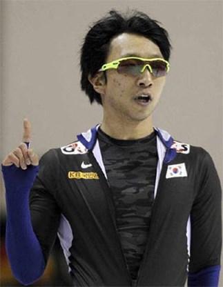Lee Kyou-hyuk op weg naar derde titel op WK Sprint Schaatsen