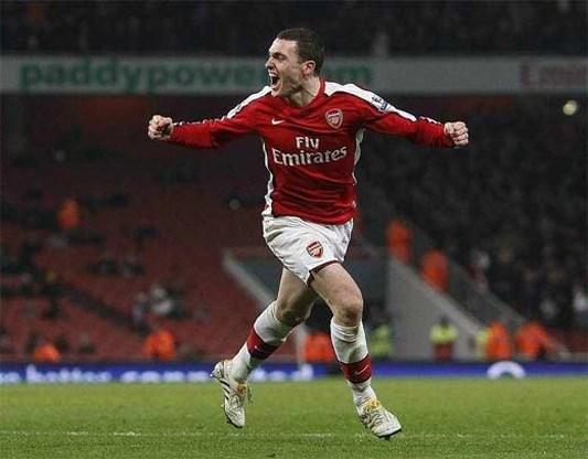 Arsenal vreest voor kuitbeenbreuk bij Thomas Vermaelen