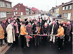 Burgemeester Carl Vereecke en wijkburgemeester Agnes Noppe mochten de heraangelegde Weidenstraat in Kuurne officieel openen. Patrick Holderbeke