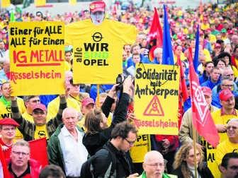 De Europese vakbonden zijn solidair met Opel Antwerpen. Elk land met Opel-fabrieken stuurt bovendien een delegatie naar België. wbk