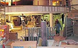 Vijfhonderd arbeiders doen er alles aan om het casino op tijd klaar te krijgen voor de opening.Bruno Depover