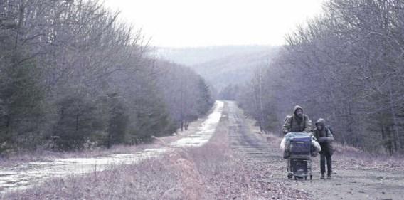 Special effects hoeven niet, uitgelezen locaties en een cameraman die wacht met opnemen tot de winterdag grauw genoeg is, volstaan. rr