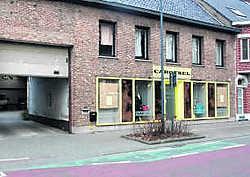 De recherche van de federale politie van Kortrijk zocht gisteren de hele dag naar sporen die naar de dader kunnen leiden. Kurt Desplenter