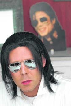 Emmanuel De Reyghere is een internationaal bekende Jackson-imitator.mvn