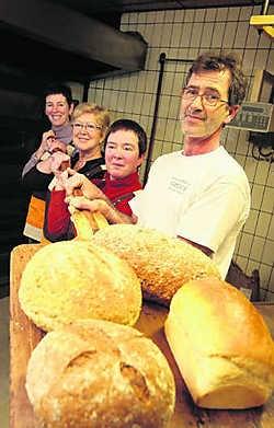 Hendrik, Kristien, Denise en Caroline Deloof in hun bakkerij: 'Dit is ons koninkrijk.'fvv