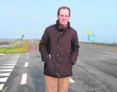 De afrit van de A18 in Adinkerke gaat vanaf 1maart dicht voor een derde rijstrook. mma