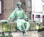 Het standbeeld in de Thonissenlaan.kvh