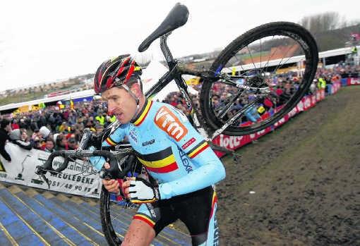 Erwin Vervecken tijdens het WK in Hooglede, waar hij in 2007 zijn derde wereldtitel behaalde. 'Het hoogtepunt van mijn carrière.'photo news