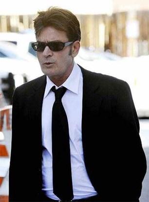 Charlie Sheen met spoed naar ziekenhuis gebracht