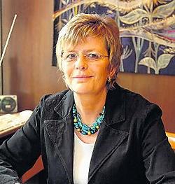 Vlaams schepen Anne Sobrie vindt het spijtig dat de folders niet mogen worden verdeeld. yds