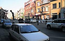 De straat werd een tijdlang voor alle verkeer afgesloten. rdb