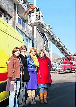 Verpleegsters Wendy Ringoot, Katleen Van Stichel, Heidi Ceuppens en Sofie Van de Perre promoten hun beroep bij de scholieren. rds