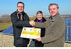 Minister Smet bezocht de zonnepanelen op het dak van KTA Horteco in Vilvoorde.kms