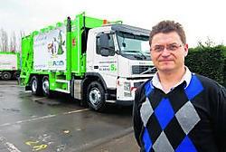 Marnix Verstraete bij een van de nieuwe afvalwagens: 'Ons bedrijf heeft elke dag 45vrachtwagens op de baan.' Kurt