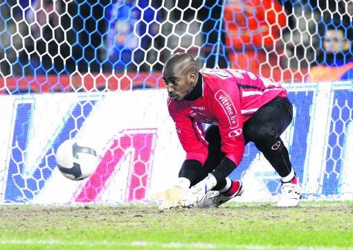 'Als we verliezen, durf ik niet meer buiten te komen', aldus Lokeren-doelman Copa. Yorick Jansens/belga