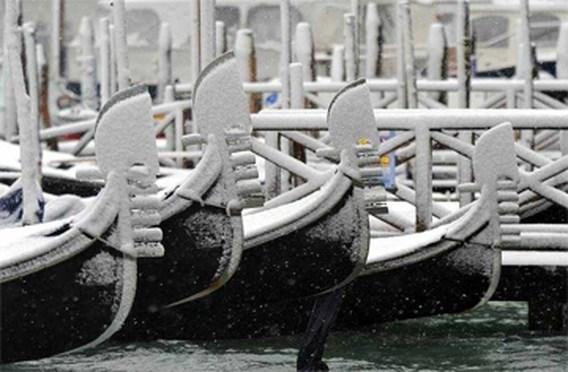 Noord-Italië ondergesneeuwd, het zuiden overstroomd