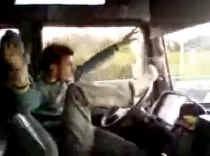 Het filmpje van de dolle trucker werd een hit op internet. if