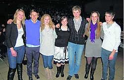 Nore, Geoffrey, Elke, Katleen, Kevin, Charlotte en Jens, de zeven laureaten van de 19de Trofee voor het Nederlands. rds