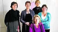Ingrid Jacobs, Michèle Deschepper, An Sinnaeve, Katrien Goethals en Rebecca Lauwers van de Landelijke Kinderopvang. sbr
