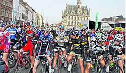 Hartje Oudenaarde zal in de loop van de volgende weken meer dan eens door wielerfans en renners ingepalmd worden. pdv