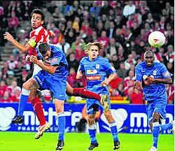 Op 4 oktober vorig jaar stonden Genk en Standard al eens tegenover elkaar op de grasmat. Photo News