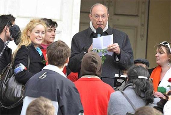 Aartsbisschop Léonard loopt mee in betoging tegen abortus